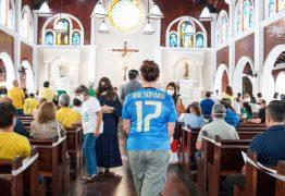 PALANQUE POLÍTICO: Com padre afastado temporariamente, bolsonaristas lotam igreja em Fortaleza – VEJA VÍDEO