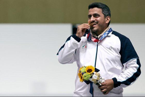 2021 07 24t074432z 334918042 sp1eh7o0ladd9 rtrmadp 3 olympics 2020 sho m ap60 medal e1627591654795 - Medalha de ouro em Tóquio, iraniano, Javad Foroughi é acusado de fazer parte de grupo terrorista