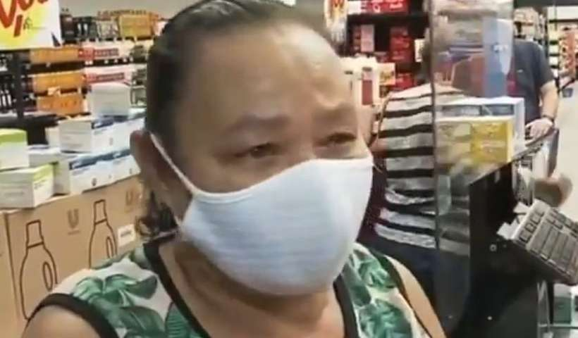 """20210715145954376219o - TRISTEZA E REVOLTA: idosa chora em supermercado ao comentar alta nos preços: """"O dinheiro não dá"""" - VEJA VÍDEO"""