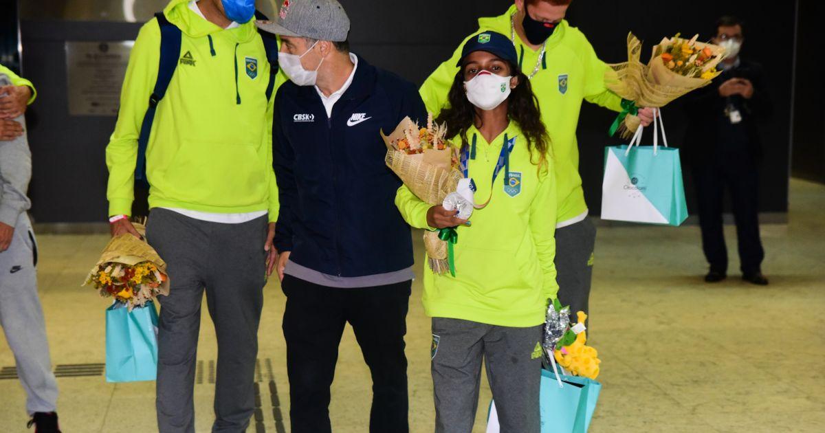 3639504 rayssa leal chega ao brasil com recepcao opengraph 1200 2 - FADINHA! Rayssa Leal é recebida por fãs e ganha presentes na chegada ao Brasil - VEJA VÍDEO
