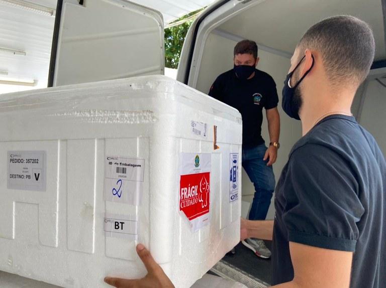 39e42273 a347 4d7e b922 e7dfde959892 - Paraíba iniciou nesta quinta-feira a distribuição de mais de 100 mil doses de vacina contra covid-19 para todos os municípios