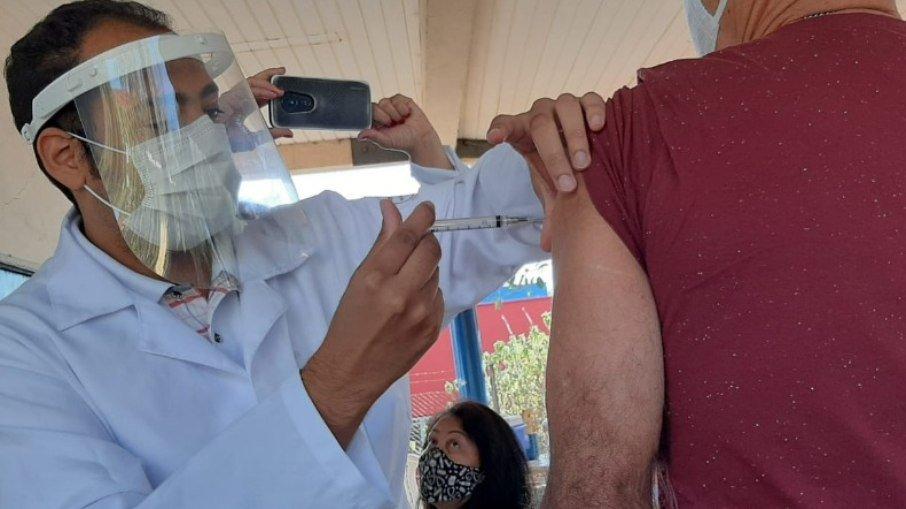 3tclyspmmyowgbsptgfd2a8t7 - PIZZA, LIMPEZA DE SOFÁ, DEPILAÇÃO...: Veja as iniciativas de empresas para aumentar imunização