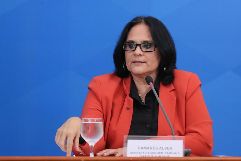 49728952906 aabba201de c - Ministra da Mulher, Damares Alves, emite nota de repúdio à violência sofrida por Pamella Holanda; CONFIRA