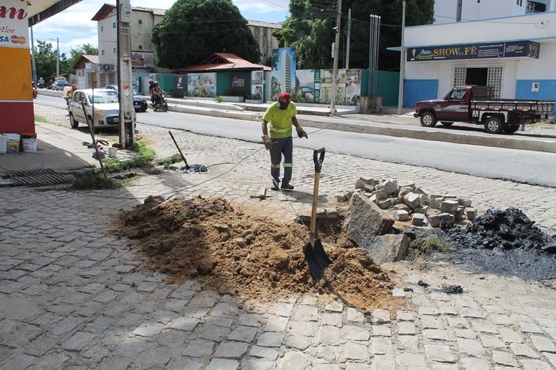 5 - Prefeitura de Patos amplia atendimento às solicitações de serviços de galeria e tapa buraco na cidade