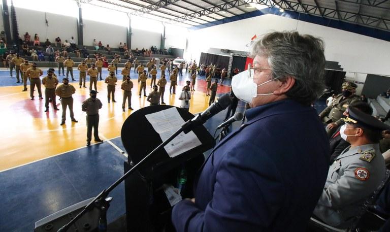 60cf993b 8297 4ce3 9e78 d11ed16523e0 - João Azevêdo prestigia formatura de novos policiais e bombeiros e inspeciona obras do Centro de Comando e Controle de Patos