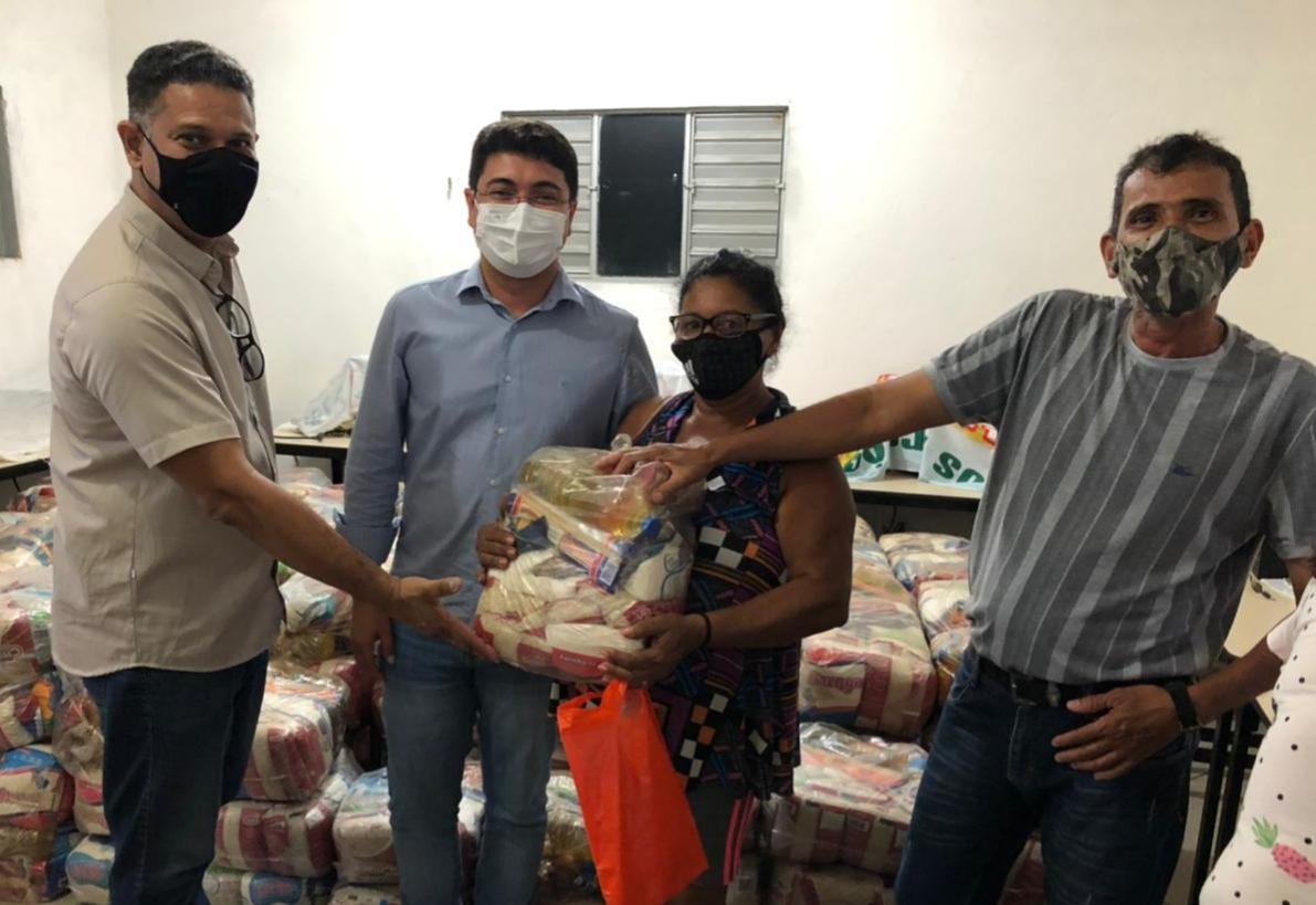 60f3b6ef5aa47 WhatsApp Image 2021 07 18 at 02.02.51 - Articulada por Hugo Motta, ação entre Prefeitura de Patos e governo beneficia 200 famílias de pescadores com cestas básicas