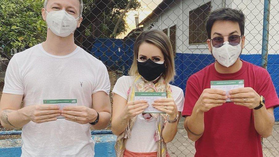 79mwhz1cxm0b9nibgio8r68jp - IMUNIZADOS: Sandy e Júnior comemoram vacinação contra Covid-19