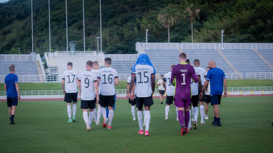 9qq5q9g6eol4o0hvg639hnenj - Após racismo e expulsão, jogador é novamente alvo e seleção alemã deixa o campo