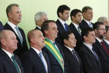 """Bolsonaro 1 360x240 - Rotatividade no poder: a """"dança de cadeiras"""" no governo Bolsonaro - Por Nonato Guedes"""