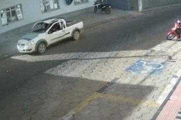 Captura de tela 2021 07 24 154911 360x239 - Carro estacionado explode e motorista sai ileso no Espírito Santo - VEJA VÍDEO