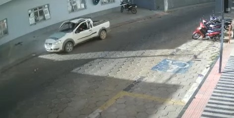 Carro estacionado explode e motorista sai ileso no Espírito Santo