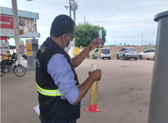 Capturar 50 - PARAÍBA: Operação autua 49 postos de combustíveis por infrações aos direitos do consumidor
