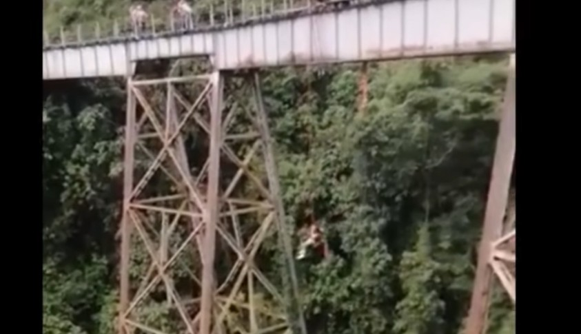 IMAGENS FORTES: Mulher morre ao saltar de bungee jump antes de estar com o equipamento de segurança