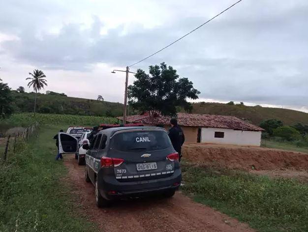 Capturar 80 - ASSALTO E TRÁFICO DE DROGAS: Ex-jogador Lúcio Curió é preso em operação policial na cidade de Mulungu