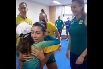 Capturar.JPGgggg 360x240 - PRATA NO SKATE: Rayssa Leal é recebida com carinho pela seleção de vôlei feminino
