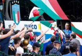 Campeões da Europa voltam à Itália e são recebidos com festa