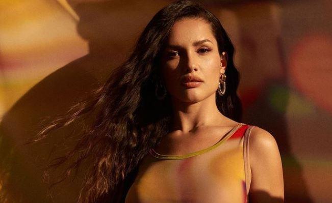 Capturar.JPGhm  - Com vestido colado, Juliette surge fazendo carão e Luan Santana elogia: ''Que maravilhosa''