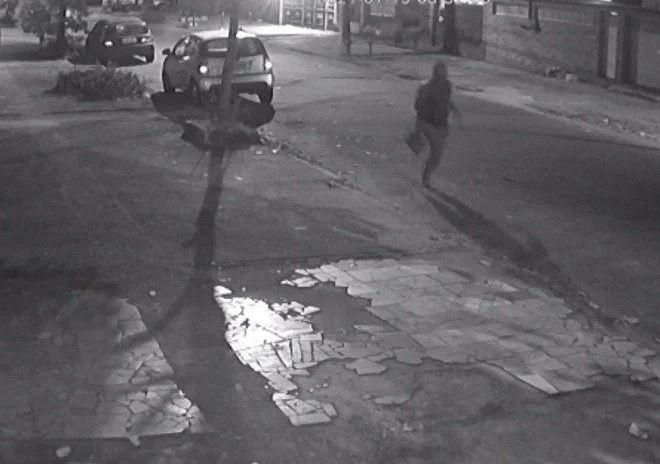 Capturar.JPGn  - QUATRO HOMENS ARMADOS: Policial assassinado na Vila da Penha tentou fugir, mas foi baleado na rua