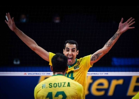 DOUGLAS SOUZA - ANTIBOLSONARISTA E GAY: Atleta do vôlei nas Olimpíadas viraliza na web, conheça Douglas Souza o novo 'Juliette do Brasil' - VEJA VÍDEO