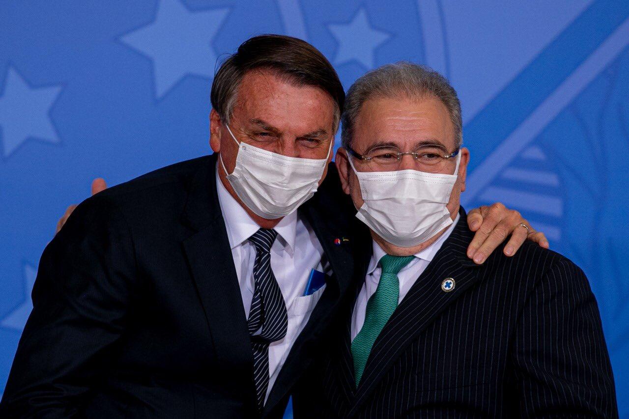 E6SYjr3XIAEMzy5 - 'ELE PASSA BEM': ministro Marcelo Queiroga faz visita ao presidente Jair Bolsonaro