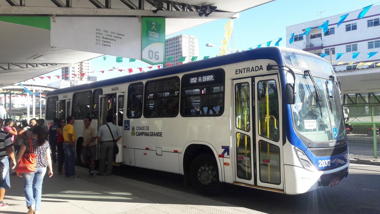 Frota de onibus  Campina Grande - PARALISAÇÃO EM CG: Motoristas de ônibus afirmam que só voltarão a trabalhar após receberem o pagamento