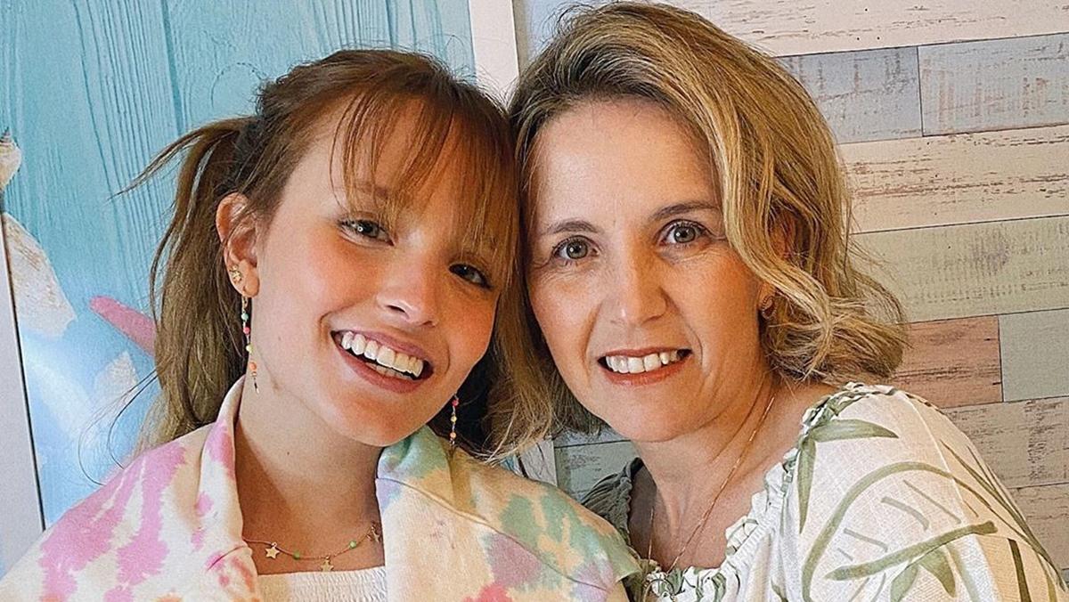 Larissa Manoela e sua mae Silvana - Após viagem, mãe de Larissa Manoela apaga fotos e para de seguir filha; internautas especulam motivos
