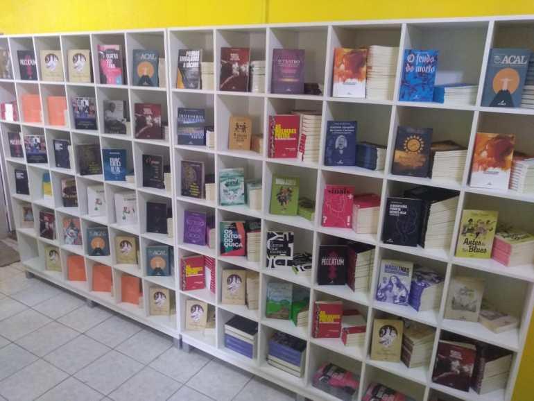 """Livros Companhia Livraria - Arribaçã inaugura """"Livros & Companhia"""", espaço que reúne editora, livraria, sebo e artesanato"""