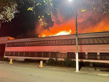 O fogo Cinema - O FOGO QUE NOS CONSOME: sem precisar riscar o fósforo o Governo segue incendiando o país - Por Francisco Airton