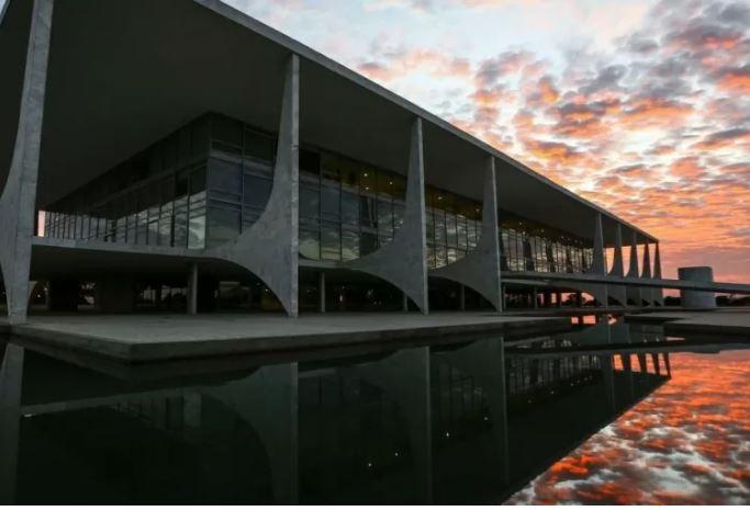 PLANALTO - CAUSA DESCONHECIDA: Palácio do Planalto vive apagão de meia hora