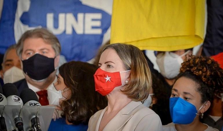 PT Impeachement - 'Superpedido' de impeachment é protocolado mas já enfrenta reações - Por Nonato Guedes