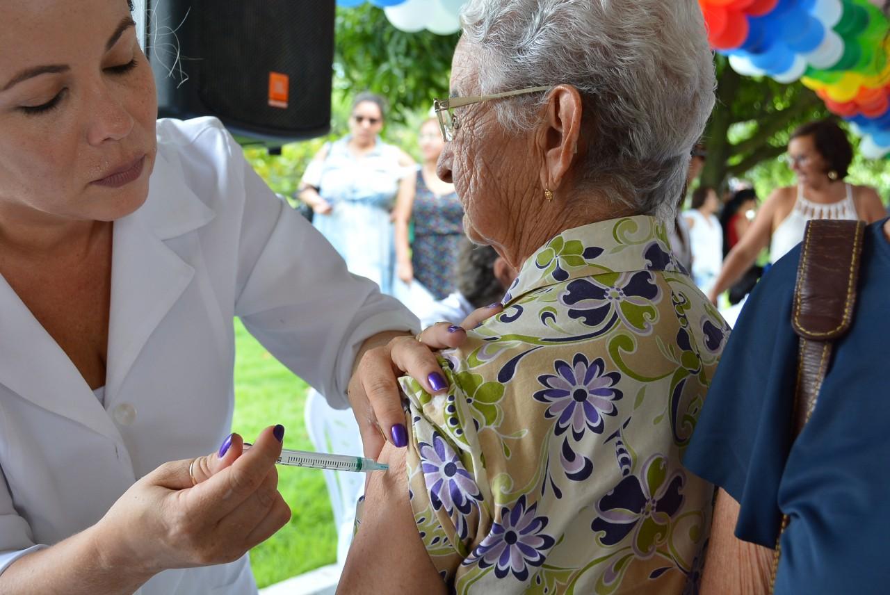 Vacinacao Gripe Juliana Santos 1 1 - População a partir de seis meses pode se imunizar contra gripe a partir desta segunda, na Paraíba