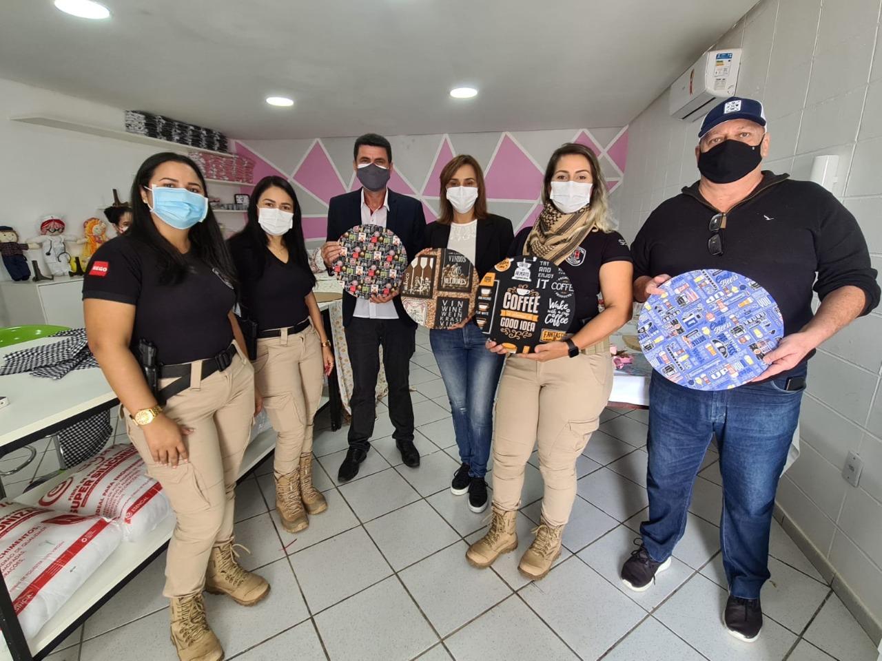 WhatsApp Image 2021 07 27 at 18.47.34 1 - Secretária Ana Cláudia visita projeto no Presídio Feminino de Campina Grande denominado 'Castelo de Bonecas'