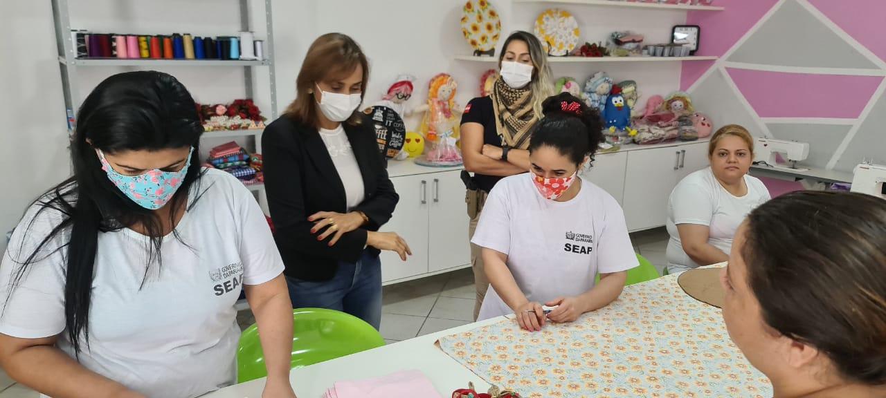 WhatsApp Image 2021 07 27 at 18.47.34 - Secretária Ana Cláudia visita projeto no Presídio Feminino de Campina Grande denominado 'Castelo de Bonecas'