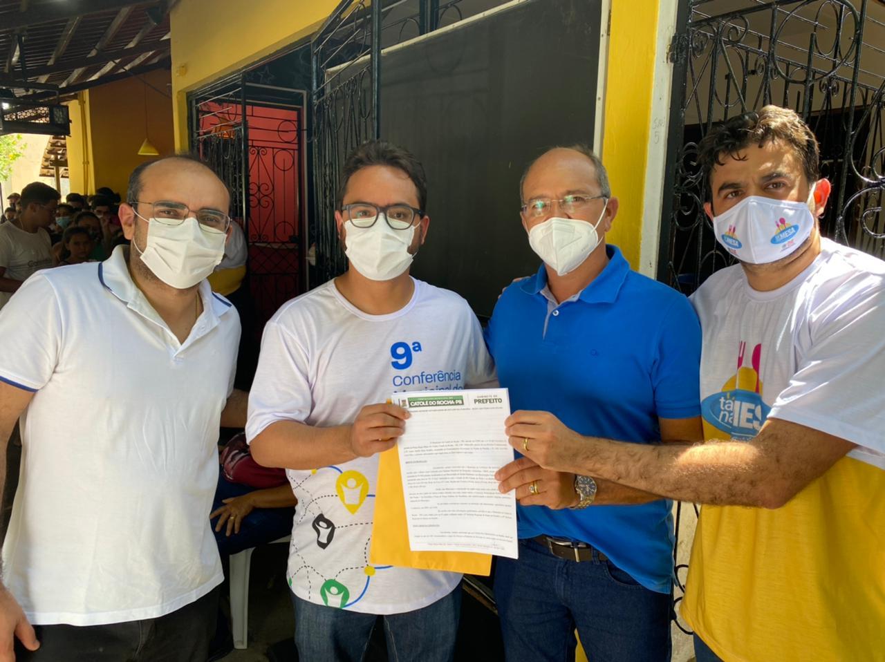 WhatsApp Image 2021 07 27 at 22.33.00 - Ao lado do prefeito de Catolé do Rocha, Jarques Lúcio entrega pedido de instalação da Casa da Cidadania no município