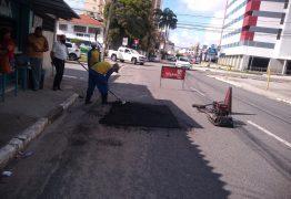 Seinfra recupera malha viária em ruas de 22 bairros nesta quarta-feira