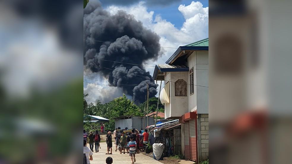acidente 1 - TRAGÉDIA! Avião militar cai enquanto tentava pousar; autoridades afirmam que 45 passageiros morreram -VEJA