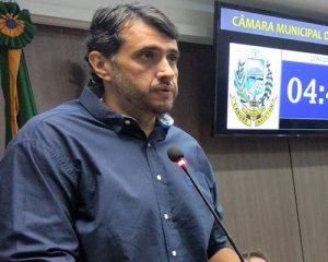 andre gadelha 300x240 - TCE-PB reprova contas do ex-prefeito de Sousa, André Gadelha, por não cumprir investimentos em educação