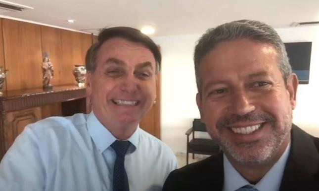 arthur e bolsonaro - Bolsonaro deve tirar licença médica para Arthur Lira assumir presidência interina, diz colunista