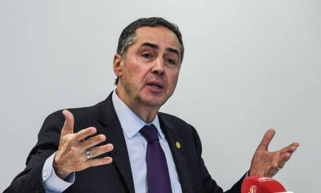 arton46520 87ad8 - 'Não há dúvida de que Dilma não foi afastada por crime de responsabilidade ou corrupção' diz Barroso