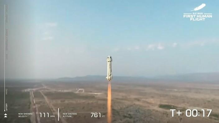 blue origin 20101743862049 - Fundador da Amazon, Jeff Bezos viajou ao espaço em voo que durou 10 minutos - VEJA VÍDEO