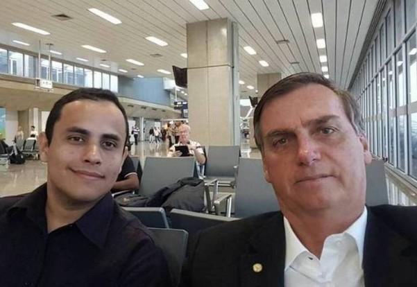 bolso - Irmão de líder do gabinete do ódio de Bolsonaro tem cargo na prefeitura de Campina Grande