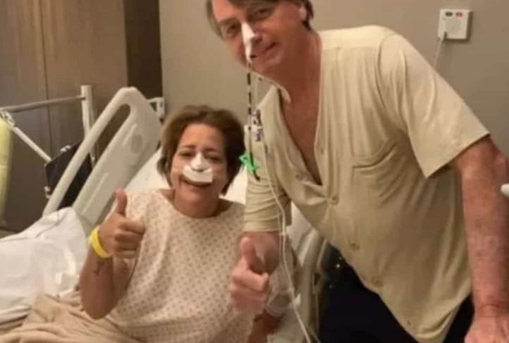 bplsp - Internado em hospital, Bolsonaro tira foto com paciente e sem máscara
