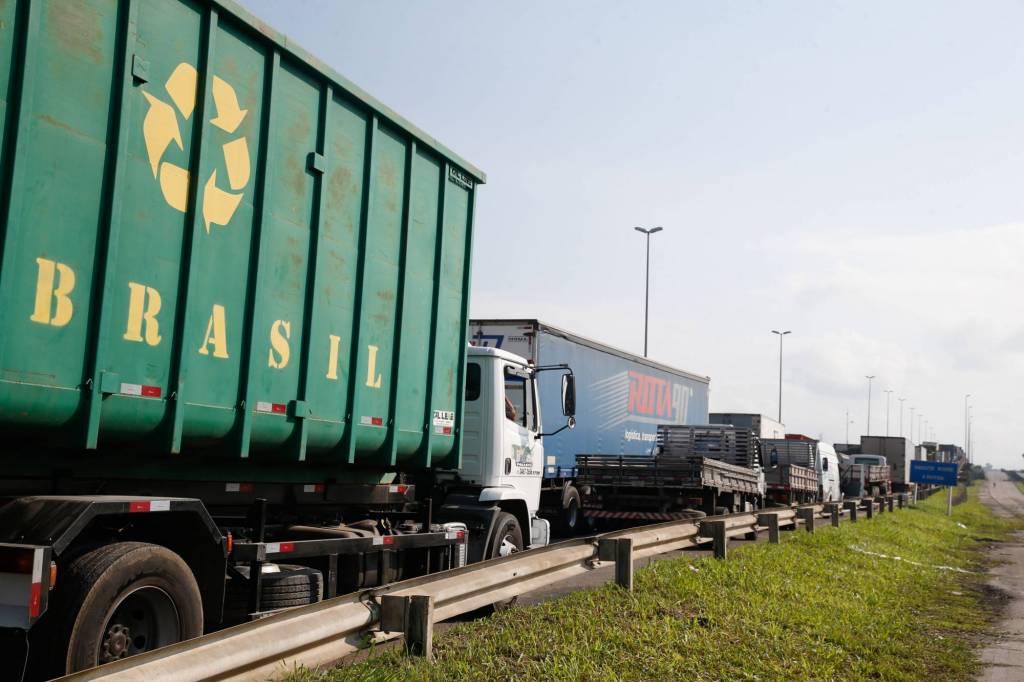 caminhrio3 1024x682 1 - Para cobrar Bolsonaro, caminhoneiros anunciam nova ameaça de greve