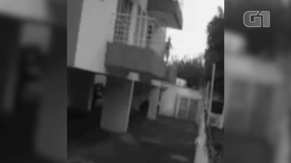 captura de tela 2021 07 20 as 08.15.40 - PAVOR E MEDO: Em fuga, faxineira pula de sacada de apartamento de advogado após ser estuprada - VEJA VÍDEO