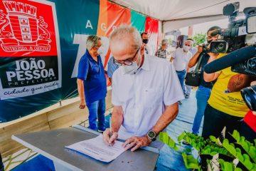 Prefeito Cícero Lucena entrega novo letreiro do Busto de Tamandaré