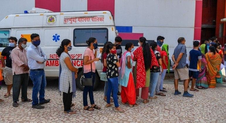 coronavirus india mumbai vacinacao 05072021182117967 - Mais de 4 mil indianos recebem água do mar no lugar de vacinas