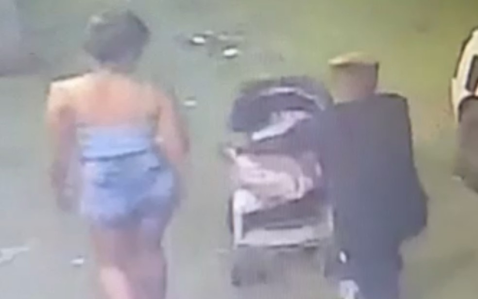 crime mineiros - SEM CHANCE DE DEFESA: Homem é preso suspeito de matar amigo enquanto a vítima segurava o carrinho de bebê com filho