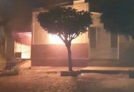 Homem é preso suspeito de provocar incêndio na casa dos pais em Cajazeiras, no Sertão da PB