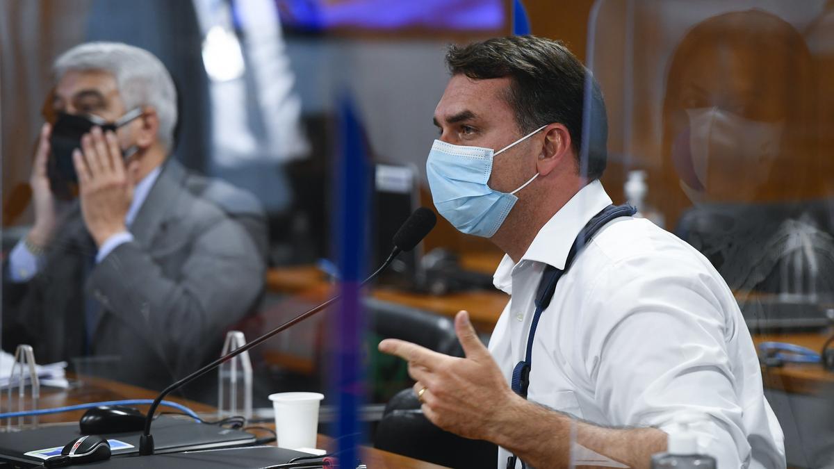 Flávio Bolsonaro passa a ser suplente da CPI da Pandemia