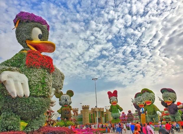 dubai miracle garden jardim esculturas flores 3 - Imenso jardim de Dubai que tem esculturas florais gigantes e chama atenção do público